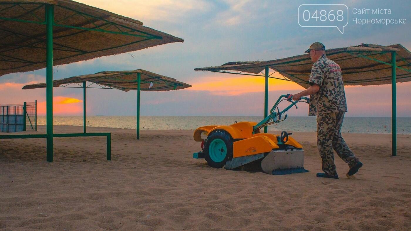 Песок на Центральном пляже Черноморска ежедневно чистят и просеивают, фото-7