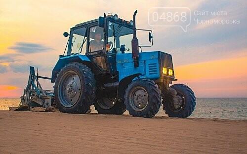 Песок на Центральном пляже Черноморска ежедневно чистят и просеивают, фото-2