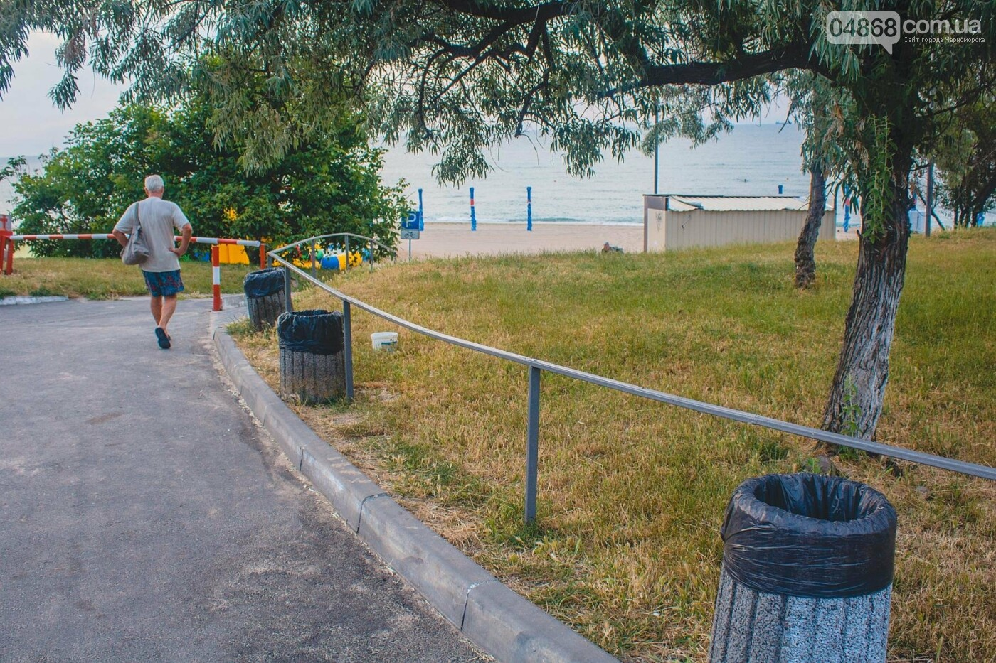Песок на Центральном пляже Черноморска ежедневно чистят и просеивают, фото-11