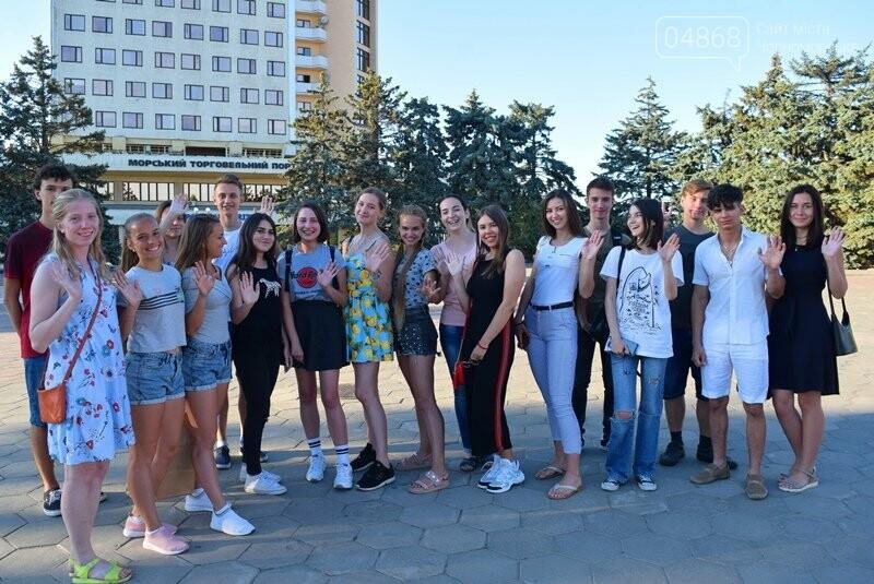 Вальс на площади и 25 медалей: Черноморск готовится к Празднику выпускников, фото-9