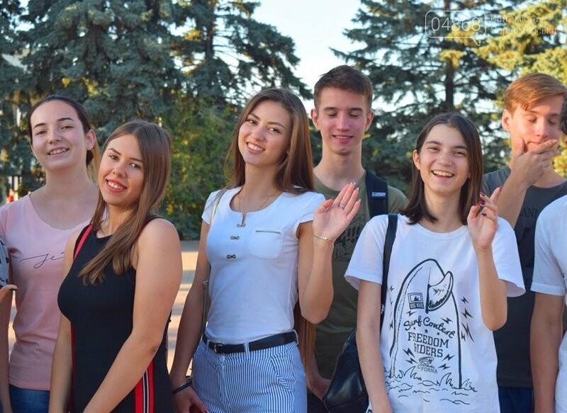 Вальс на площади и 25 медалей: Черноморск готовится к Празднику выпускников, фото-2
