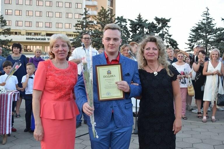 «Прощай, школа!»: в Черноморске прошёл Праздник выпускников, фото-7