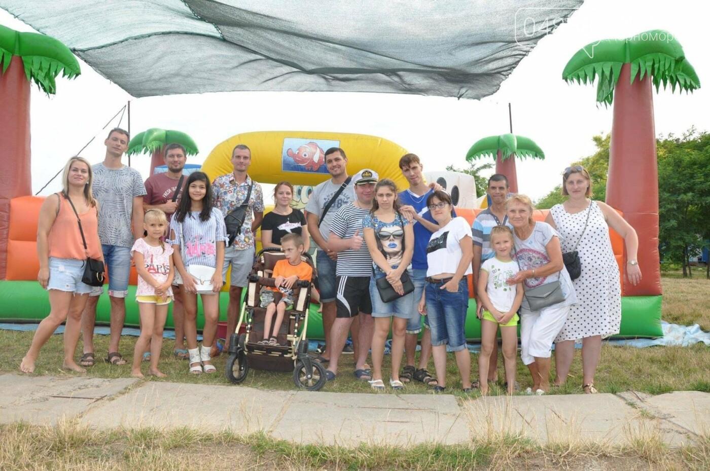 Маленький пикник воспитанников реабилитационного центра «Радуга» на пляже Черноморска, фото-1