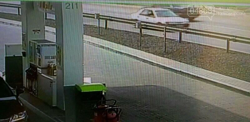 Жителей Черноморска просят помочь в розыске водителя машины, скрывшегося с места аварии, фото-3
