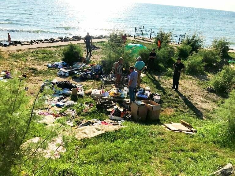 На побережье у Черноморска ликвидировали очаг антисанитарии – «дикий» палаточный городок, фото-1