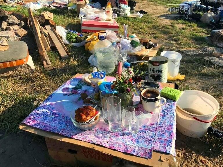 На побережье у Черноморска ликвидировали очаг антисанитарии – «дикий» палаточный городок, фото-4