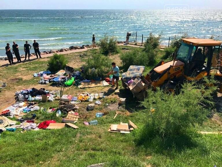 На побережье у Черноморска ликвидировали очаг антисанитарии – «дикий» палаточный городок, фото-6