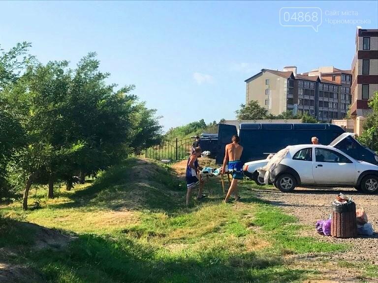 На побережье у Черноморска ликвидировали очаг антисанитарии – «дикий» палаточный городок, фото-5