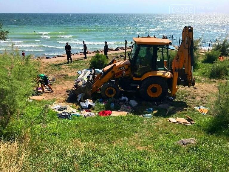 На побережье у Черноморска ликвидировали очаг антисанитарии – «дикий» палаточный городок, фото-2