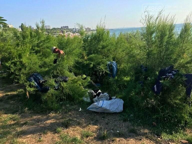 На побережье у Черноморска ликвидировали очаг антисанитарии – «дикий» палаточный городок, фото-13