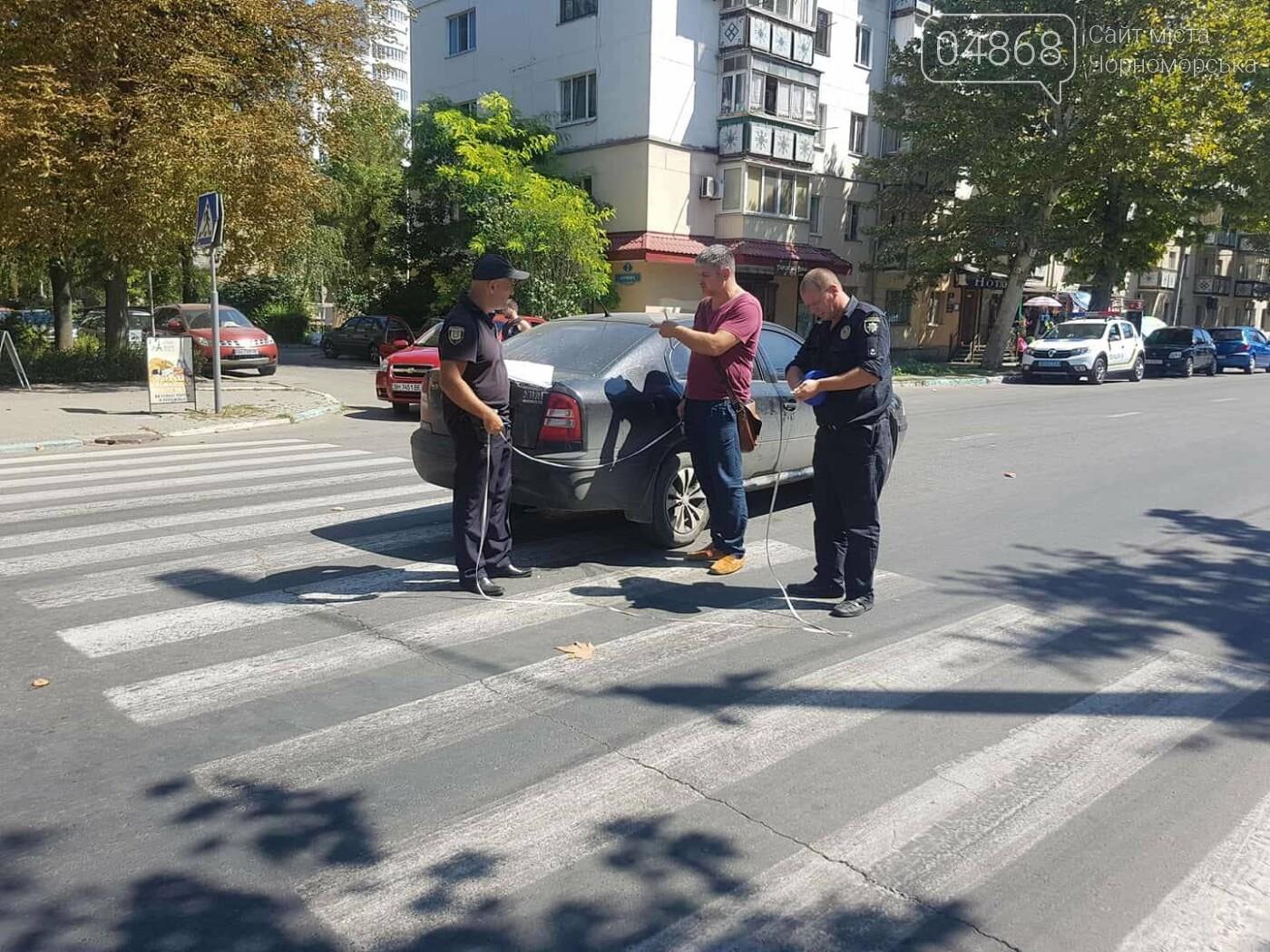 На пешеходном переходе в Черноморске сбили двух женщин, фото-1
