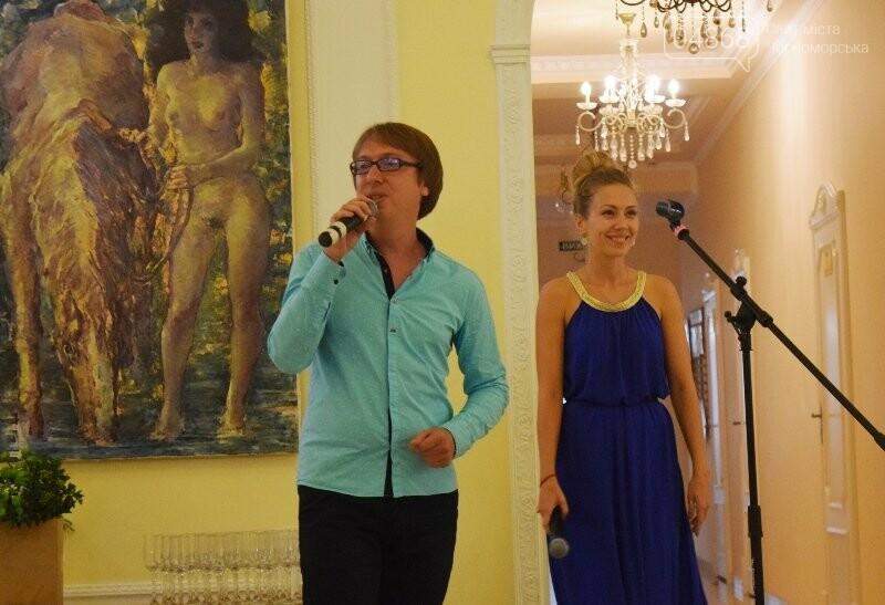 Немного вина, много эротики и красоты: в Черноморске представили картины Гарольда Измайловского, фото-14