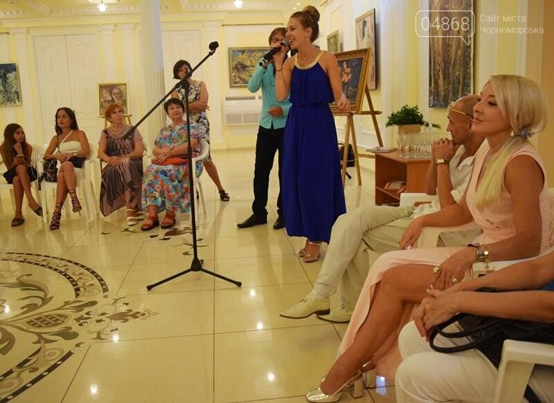 Немного вина, много эротики и красоты: в Черноморске представили картины Гарольда Измайловского, фото-9