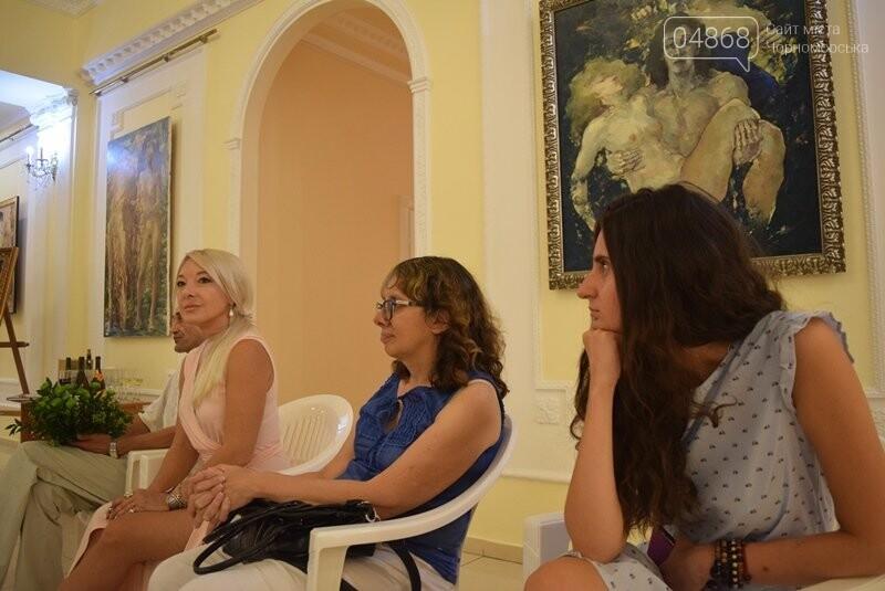 Немного вина, много эротики и красоты: в Черноморске представили картины Гарольда Измайловского, фото-11