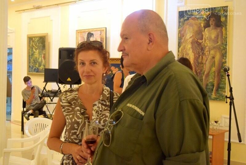 Немного вина, много эротики и красоты: в Черноморске представили картины Гарольда Измайловского, фото-16