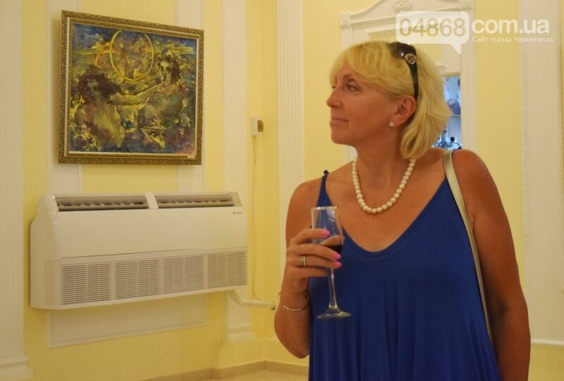 Немного вина, много эротики и красоты: в Черноморске представили картины Гарольда Измайловского, фото-17