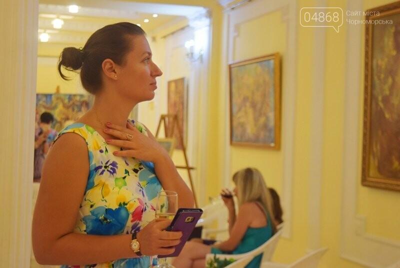 Немного вина, много эротики и красоты: в Черноморске представили картины Гарольда Измайловского, фото-1