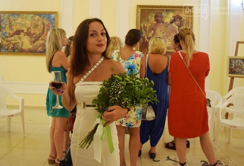 Немного вина, много эротики и красоты: в Черноморске представили картины Гарольда Измайловского, фото-3