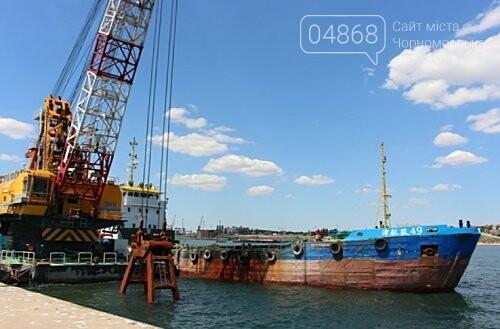 В морском порту Черноморска начались работы по дноуглублению, фото-1