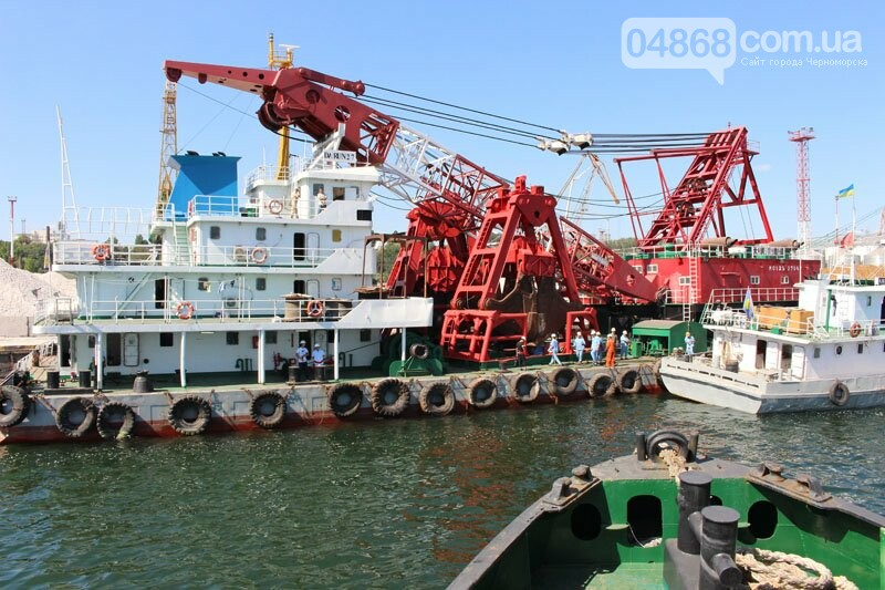 В морском порту Черноморска начались работы по дноуглублению, фото-6