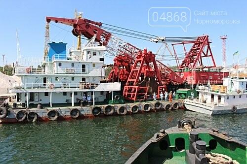 В морском порту Черноморска начались работы по дноуглублению, фото-2