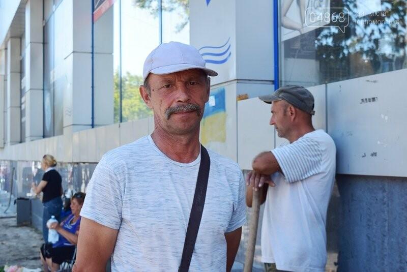 В центре Черноморска ремонтируют плиточное покрытие тротуара, фото-2
