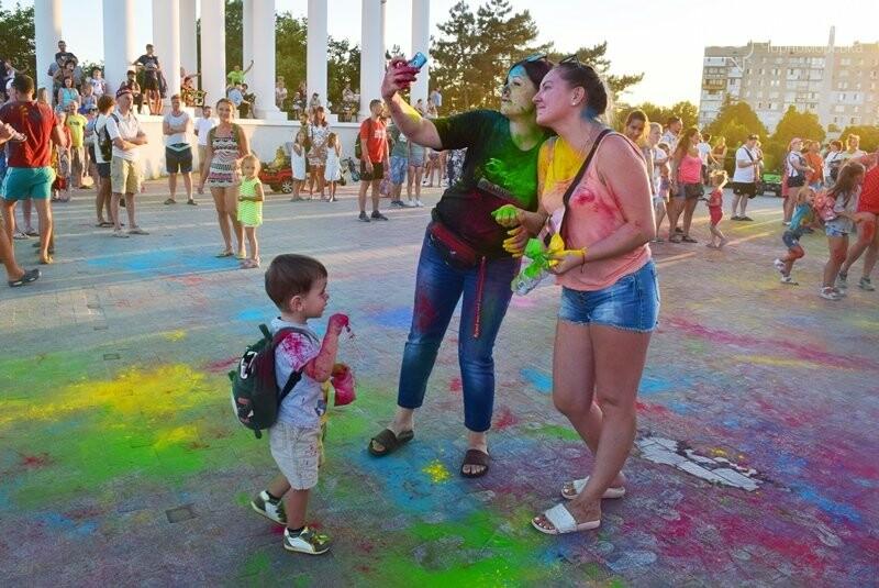 Яркие эмоции, драйв и позитив: в Черноморске прошла «Битва красок» , фото-30