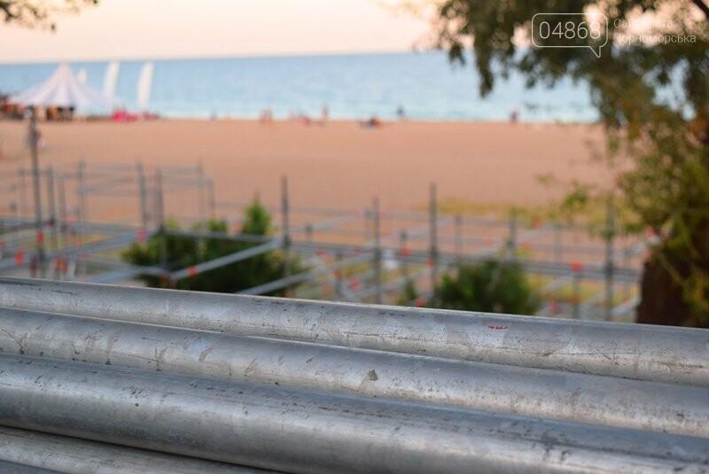 На побережье Черноморска монтируют главную сцену фестиваля «Koktebel Jazz», фото-6