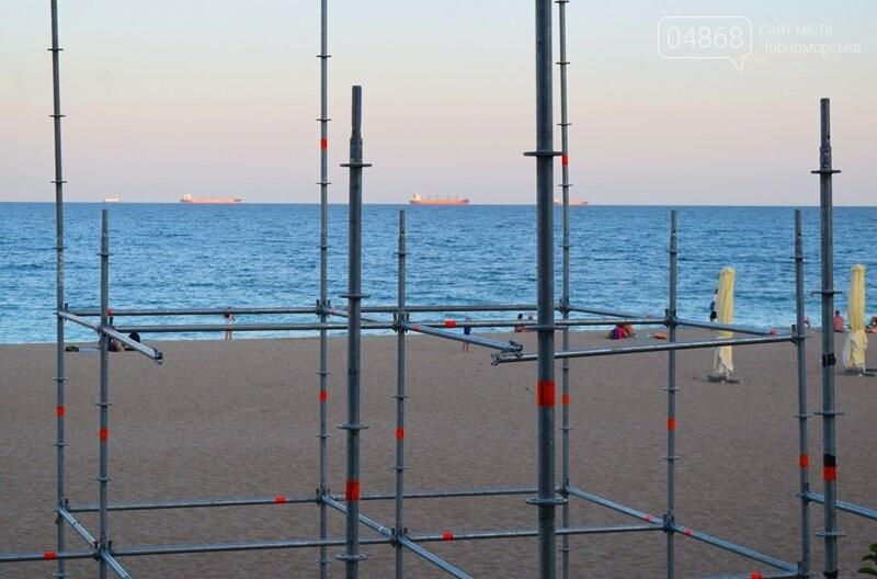 На побережье Черноморска монтируют главную сцену фестиваля «Koktebel Jazz», фото-8