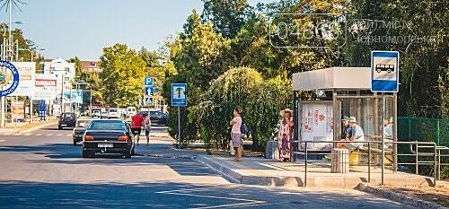 В Черноморске завершены работы по монтажу новых остановок, фото-1