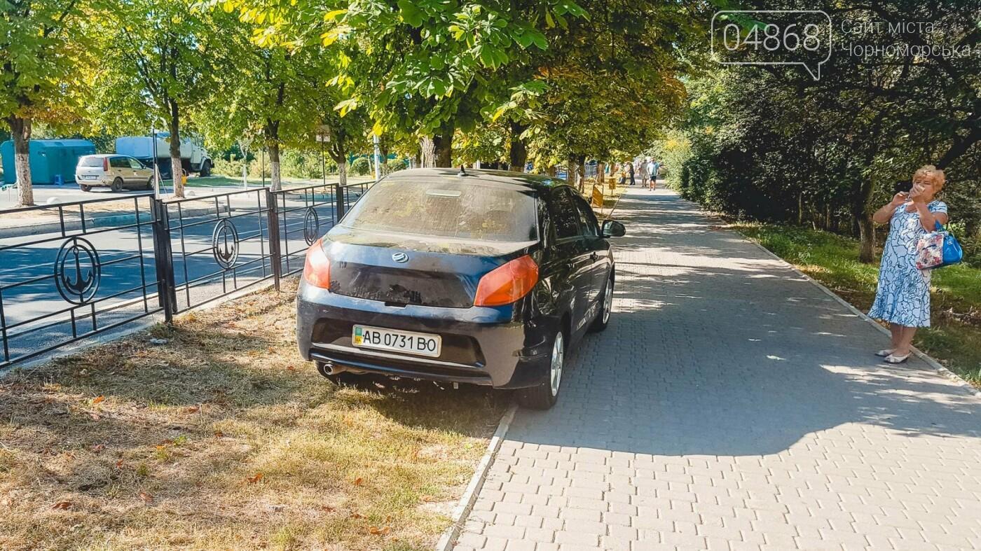 На нарушителей парковки в Черноморске ежедневно составляется свыше 10 актов, фото-3