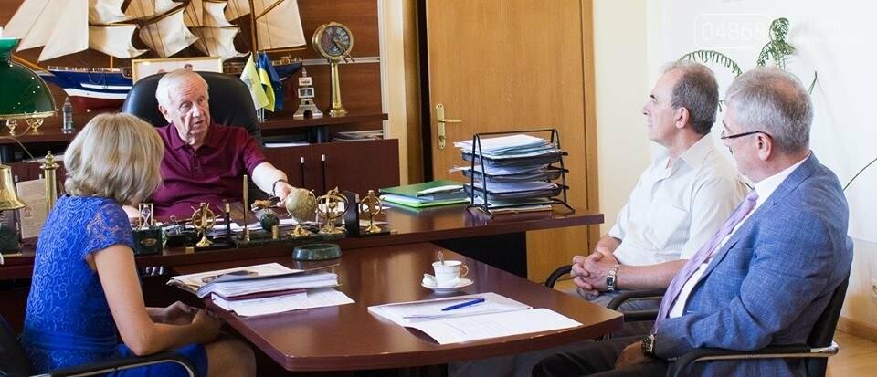 Торговая корпорация восстановит поврежденные элементы дома в Черноморске, фото-1