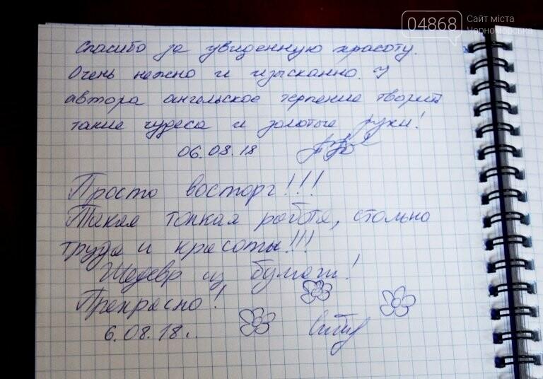 Парящие ангелы и коты на подоконнике: в Черноморске показали работы Марианны Панасюк, фото-5