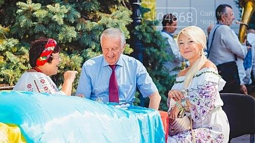 Жители Черноморска прошли по городу с 27-метровым Флагом Украины , фото-1