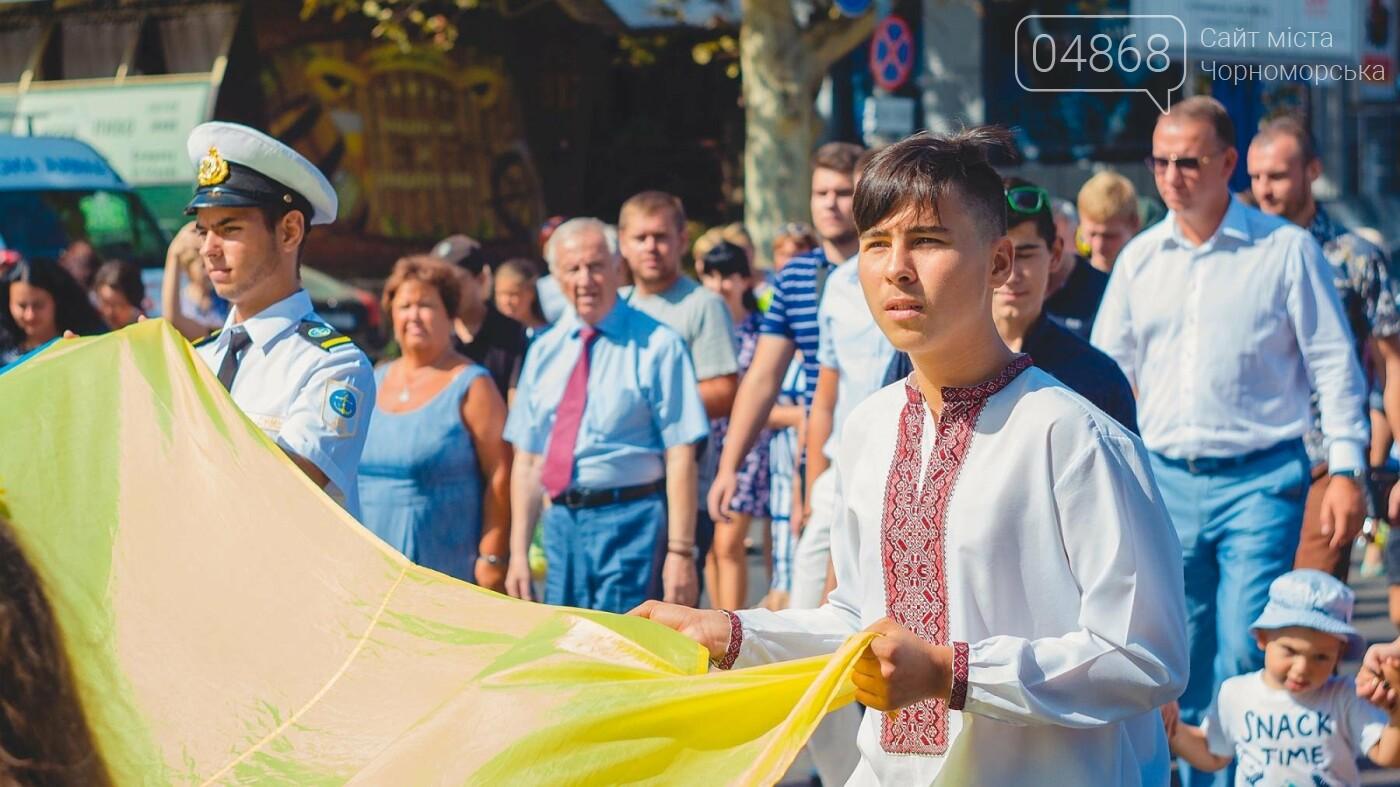 Жители Черноморска прошли по городу с 27-метровым Флагом Украины , фото-4