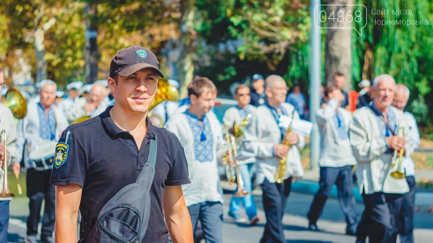 Жители Черноморска прошли по городу с 27-метровым Флагом Украины , фото-7