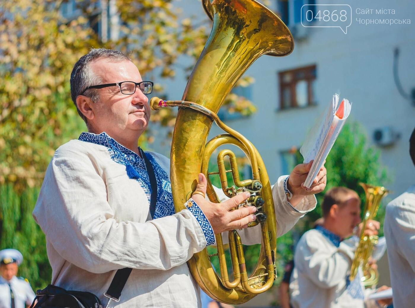 Жители Черноморска прошли по городу с 27-метровым Флагом Украины , фото-10