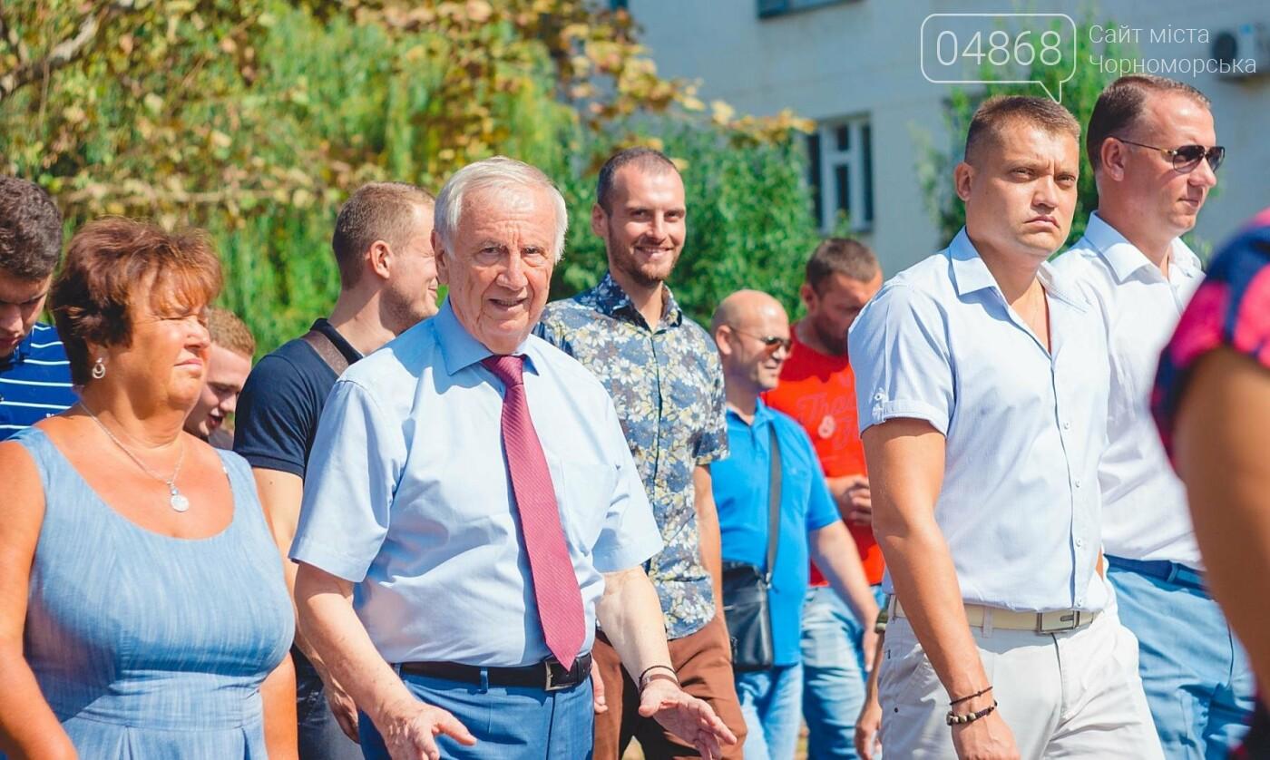 Жители Черноморска прошли по городу с 27-метровым Флагом Украины , фото-8
