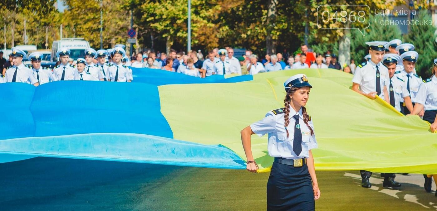 Жители Черноморска прошли по городу с 27-метровым Флагом Украины , фото-6