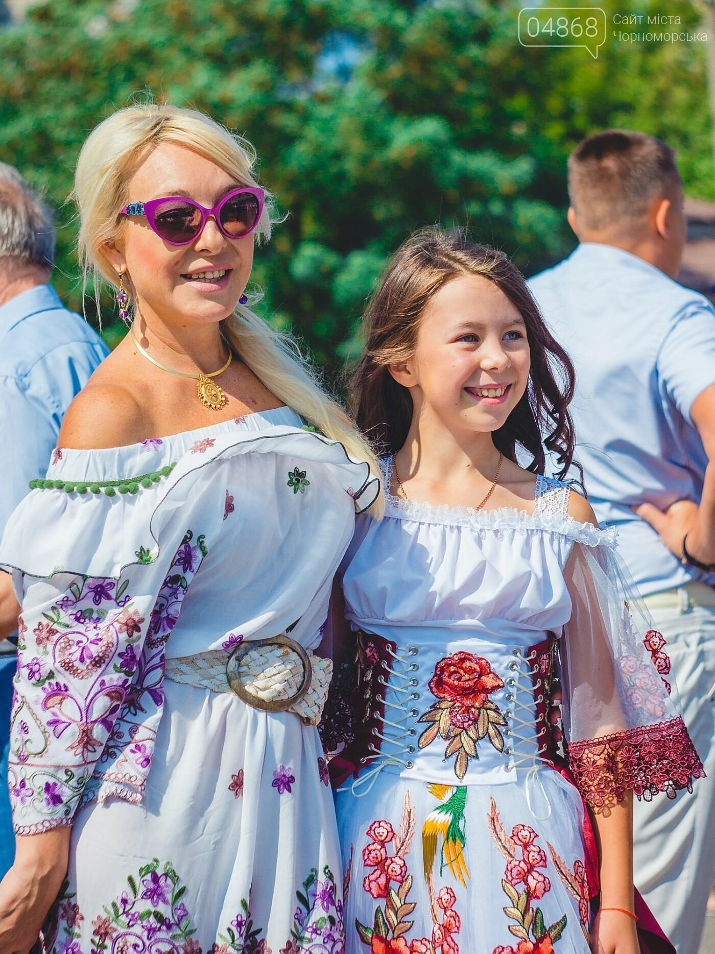 Жители Черноморска прошли по городу с 27-метровым Флагом Украины , фото-13