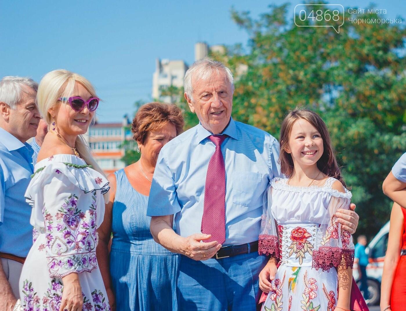 Жители Черноморска прошли по городу с 27-метровым Флагом Украины , фото-12