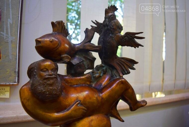 Библейские сюжеты и одесские дворики: в Черноморске открылась выставка трёх Народных художников, фото-4