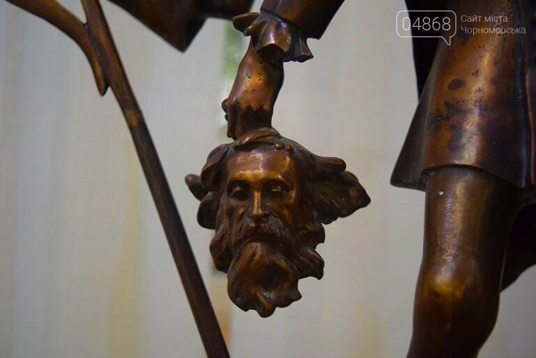 Библейские сюжеты и одесские дворики: в Черноморске открылась выставка трёх Народных художников, фото-3