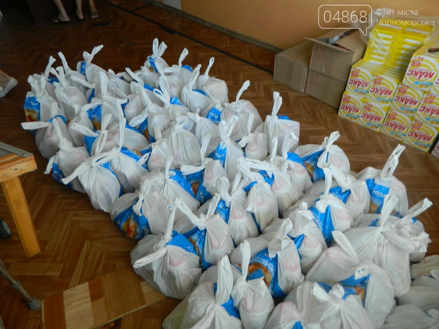 Территориальный центр социального обслуживания Черноморска в канун Дня Независимости порадовал своих подопечных, фото-3