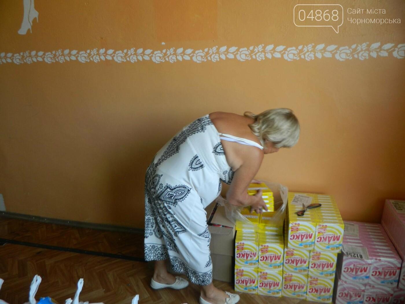 Территориальный центр социального обслуживания Черноморска в канун Дня Независимости порадовал своих подопечных, фото-1