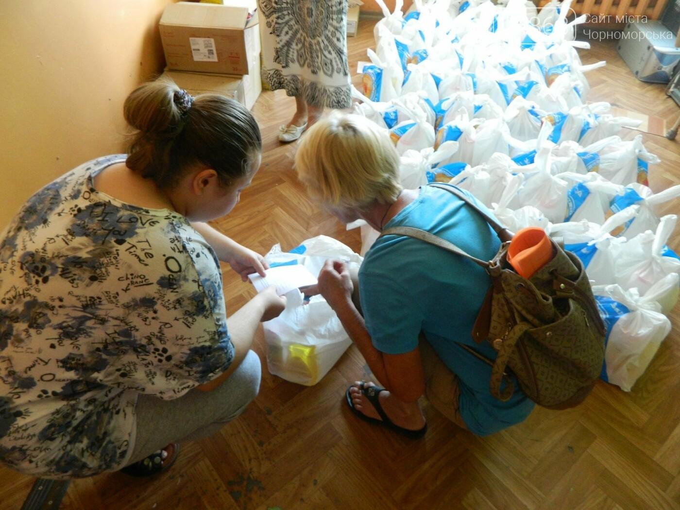 Территориальный центр социального обслуживания Черноморска в канун Дня Независимости порадовал своих подопечных, фото-9