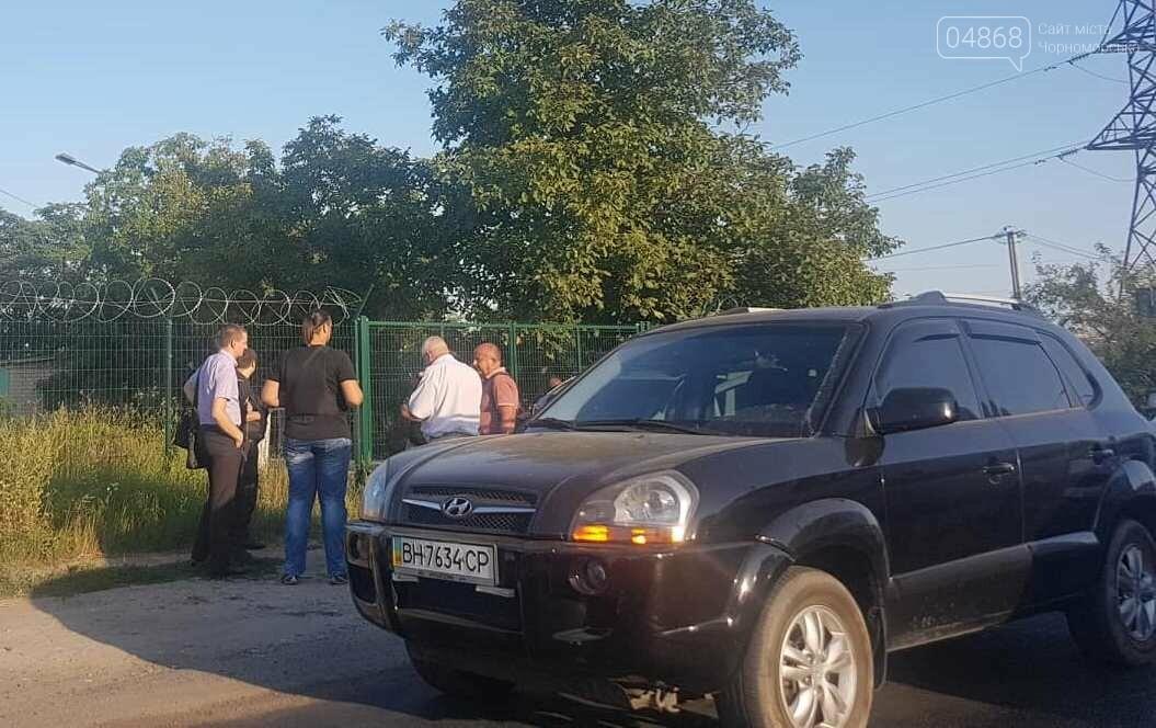 При выезде из Черноморска, возле Александровского моста, пострадала инкассаторская машина, фото-5