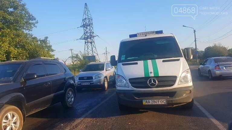 При выезде из Черноморска, возле Александровского моста, пострадала инкассаторская машина, фото-2