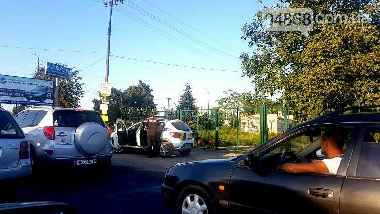 При выезде из Черноморска, возле Александровского моста, пострадала инкассаторская машина, фото-4