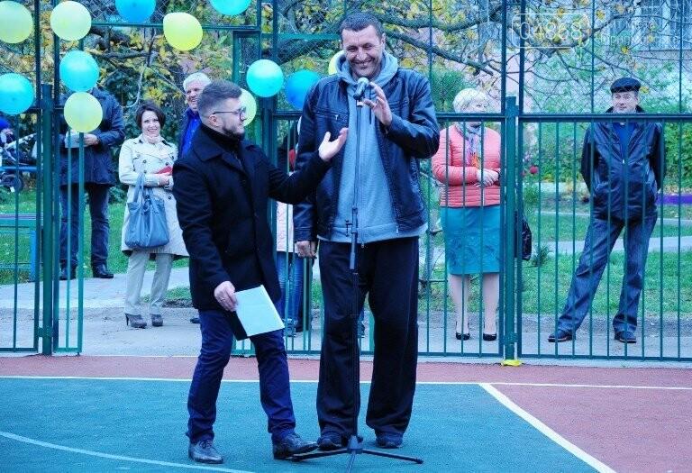 В Черноморске открыли современную спортивную площадку , фото-1